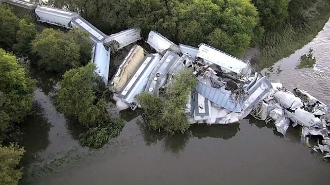 Yukle Yukan train derailed 38 wagon intercepted