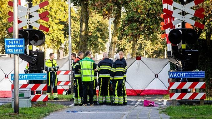 hollandada train bicycle carpti 4 become 2 injured