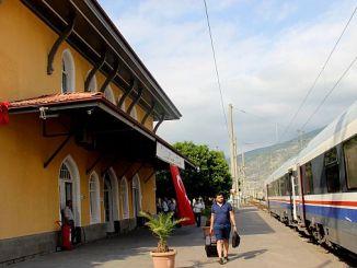 Η αποκατάσταση του κτιρίου του σταθμού στη γη του σταθμού στη γη του εδάφους