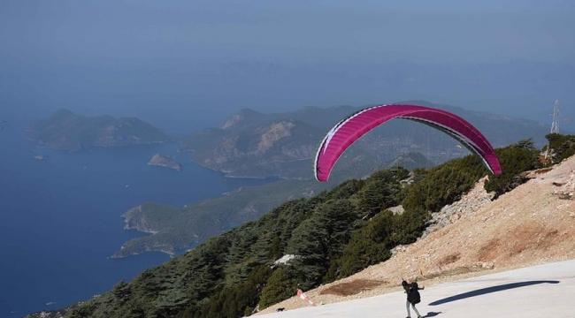 Фетхие Олудениз начал фестиваль воздушных игр