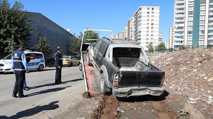 diyarbakirda hurda araclari otoparklara cekildi