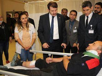 sivas κυβερνήτης ayhan επισκέφθηκε τους τραυματίες στο ατύχημα τρένο
