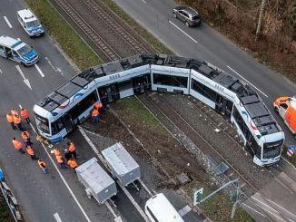 φορτηγό και τραμ στην Γερμανία