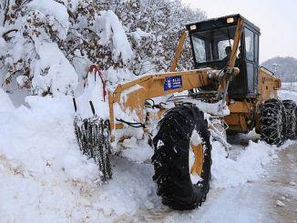 75 neighborhood road closed by heavy snow
