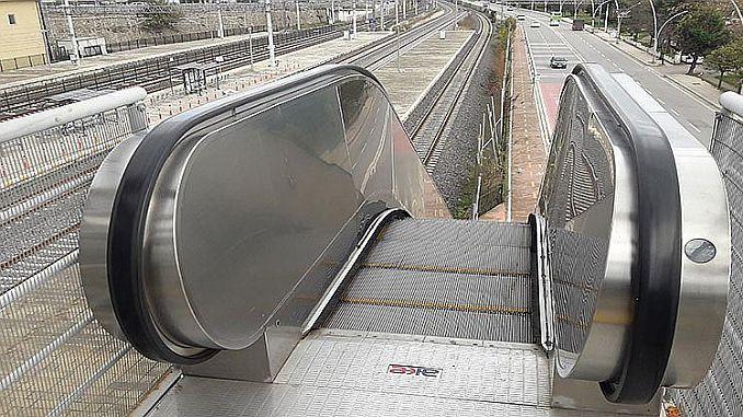 izmit yht garinin yurumeyen merdivenleri