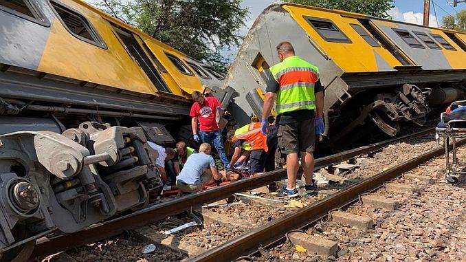 Güney Afrikada Tren Kazası 4 Kişi Ölü 600 Yaralı