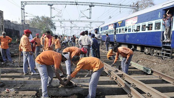 hindistanda ise alinacak 63 bin demiryolu isi icin 19 milyon basvuru