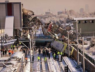 لم يلاحظ القطار أي شخص كان مخطئا لأنه لم يكن هناك أي إشارة
