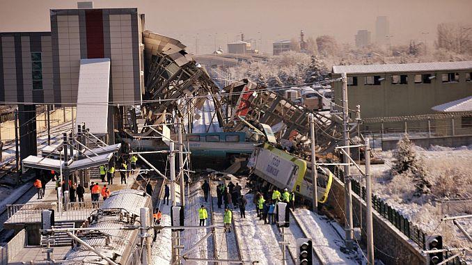 tren yanlis hattaydi sinyalizasyon olmadigi icin kimse fark etmedi