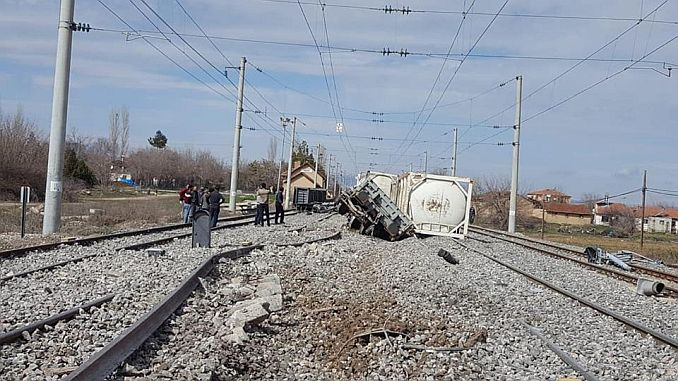 Wagons Separated from Freight Train in Malatya Hit Other Freight Train