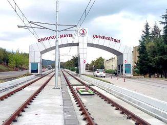 omu línea de tranvía del campus