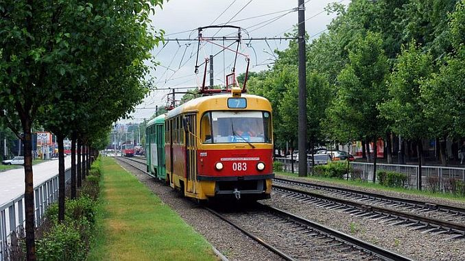 une personne qui loue un tram en russie