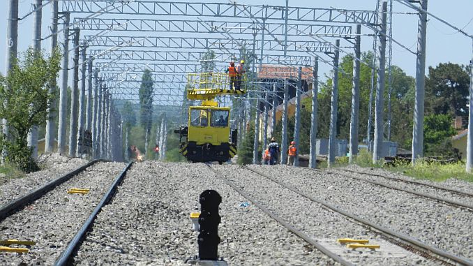 high voltage warning on tvddden kutahya balikesir railway