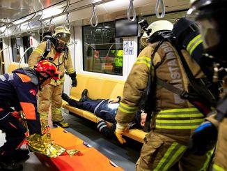 eine Feuerübung in der U-Bahn-Linie von Uskudar Cekmekoy