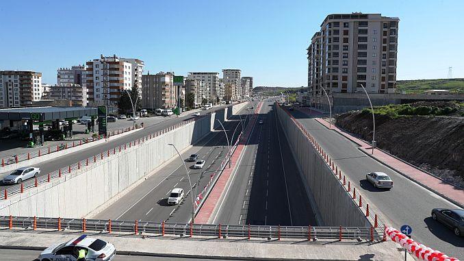 Narlidere Viyaduk y Koprulu Junction Toren se abrió al servicio