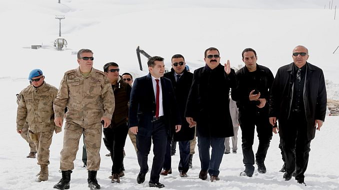gobernador akbik merga visita butan ski resort