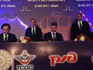 Turhan Baku Tiflis Kars Oficial de Reconciliación Ferroviaria