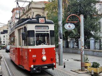 Кадикой моды не обойтись в трамвайной линии