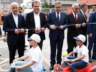 μεταφέρουν μεγάλη κυκλοφορία στην πόλη στα παιδιά