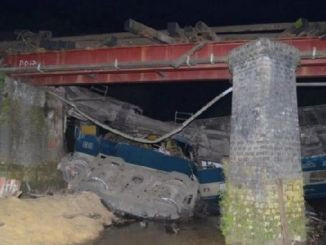 In Bangladesh-bridge-too-passenger-train-of-river uctu
