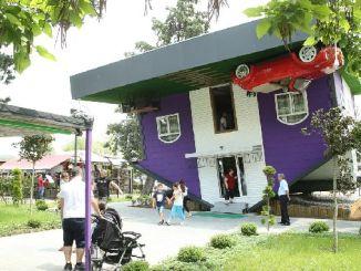 軍の逆の家は国内外の観光客の興味のポイントになりました
