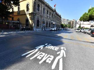 pedestrian warning at point in izmir