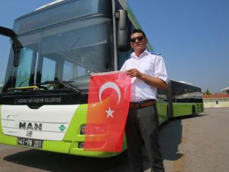 bus soforu turk bayragini did not leave the place