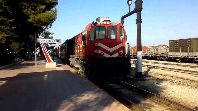 azijski javni vlak za vlakove crne lezbijske slike orgija