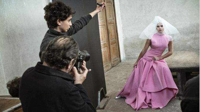Pirelli calendar behind the scenes for the first time appeared