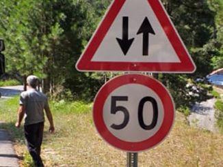 alanya gedevet yoluna trafik uyari levhalari yerlestiriliyor