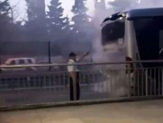 메트로 버스 소방 승객은 사냥꾼에서 대피했다