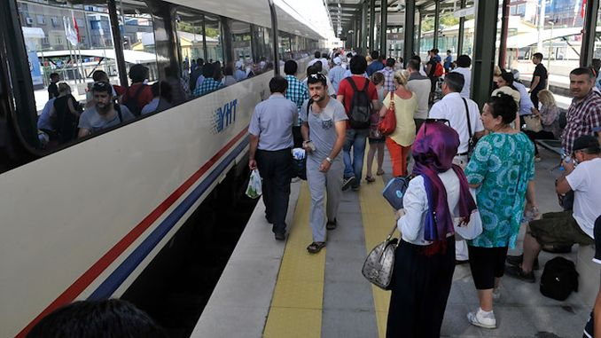 bayramda milyon vatandas trenle seyahati tercih etti