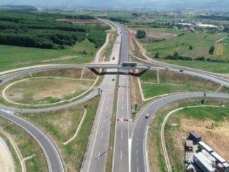 jalan raya di kosovo akan bebas tahun ini
