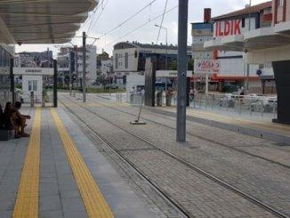 unde vom sta la stația de autobuz opriri de tramvai