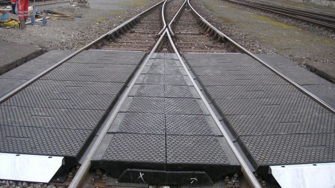 cakmak ulukisla between the stations at the level crossing of rubber coating as a result of the tender