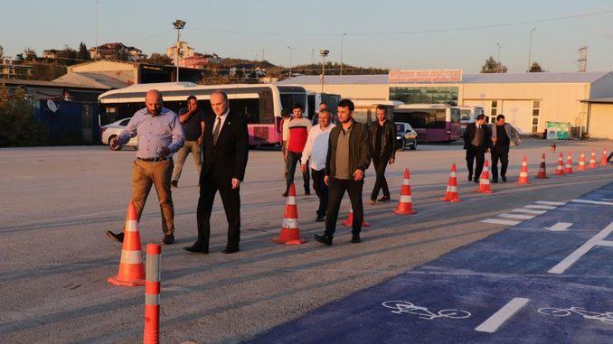 nostálgico camino de tranvía en la calle de Estambul será un carril bici