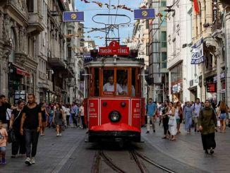 इस्टॅनबुलमध्ये इतिहासात प्रवास करणारे उदासीन ट्राम
