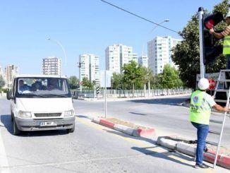 tarsusta kazalara karsi ledli trafik sinyalizasyon sistemi