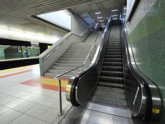 앙카라 지하철역에서 계단 걷기