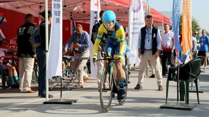 دنیا کی دم توڑنے والی سائیکلنگ چیمپئن شپ میں دم لیتے ہوئے