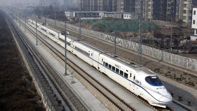 जगातील सर्वात वेगवान ट्रेनमध्ये नाण्यांसह शिल्लक चाचणी