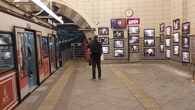 iettden karakoy tunel ara guler exhibition
