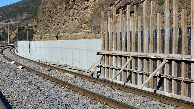 入札の結果としての駅へのパネル型輸出壁