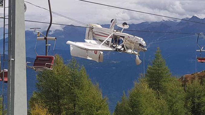 italyada bir ucak kayak teleferiginin tellerine carpip asili kaldi