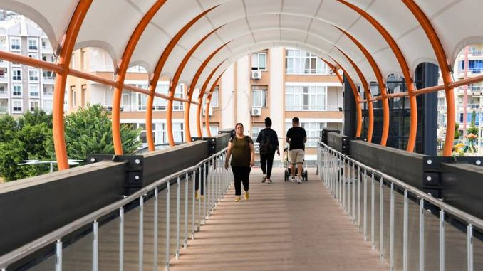 pedestrians are more confident with upper passages