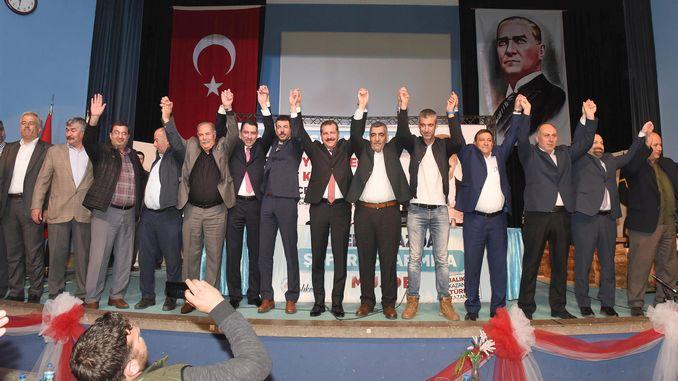 De President Yilmaz huet seng Verspriechenplack gehale fir duerch d'Auktioun ze verkafen