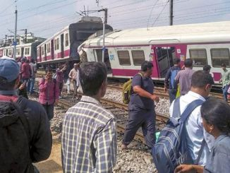 dui carpi di treni di passageri in India