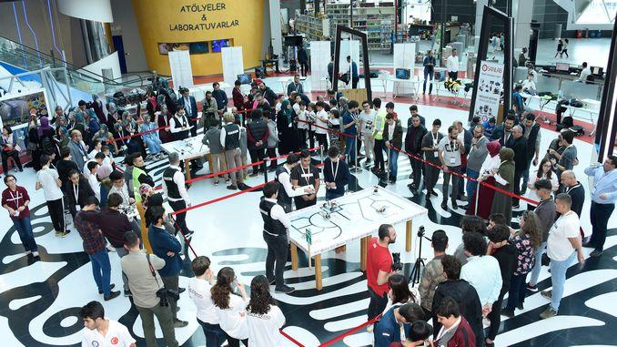 turkiyenin Roboteren an der Hamas Wëssenschaft Zentrum huet