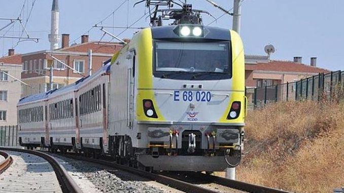 serviço de trem adaptazari pendik aumentado