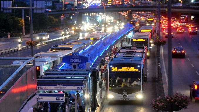 iett put additional bus services for New Year's Eve